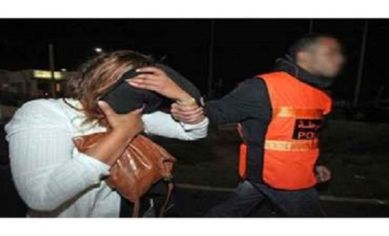المغرب  : زوجة تخدِّر زوجها كل ليلة وتجلب عشيقها على الفراش بجواره