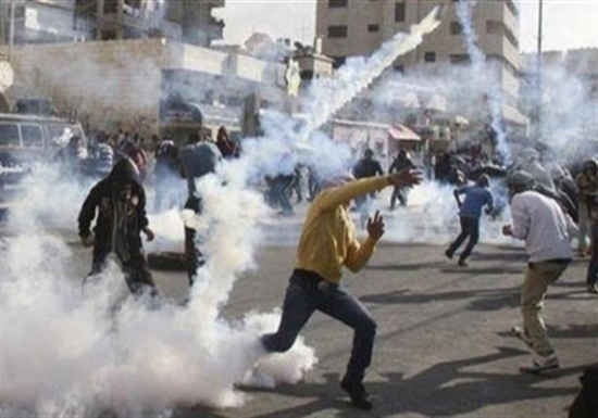 اصابة 13 فلسطينيا بالغاز السام خلال اقتحام الاحتلال طوباس