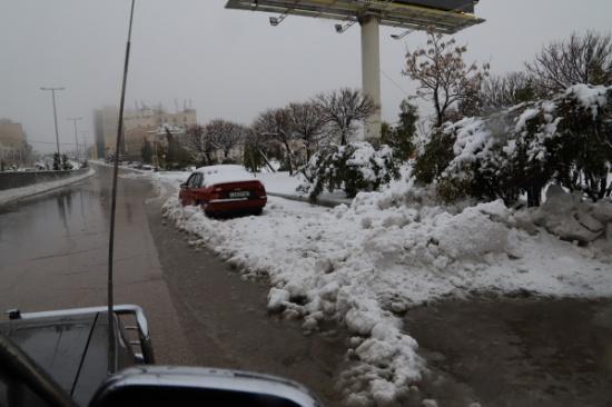 الثلج يغطي مناطق الكرك