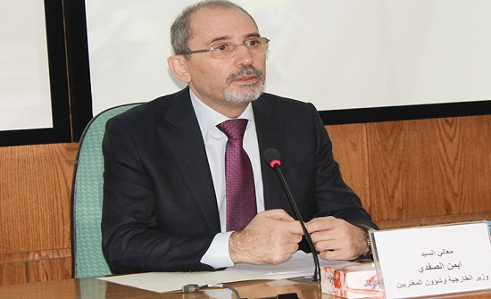 وزير الخارجية يجري مباحثات مع نظيره المصري