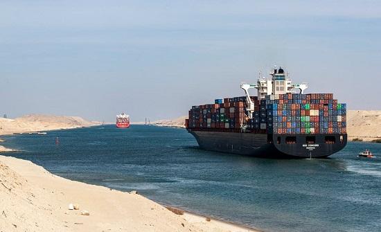 بالصور.. رئيس قناة السويس يكشف ما جرى بالممر المائي