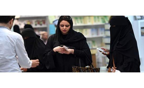 عربي يتحرش بفتاة ووالدتها محاولًا ممارسة الرذيلة..النهاية صادمة