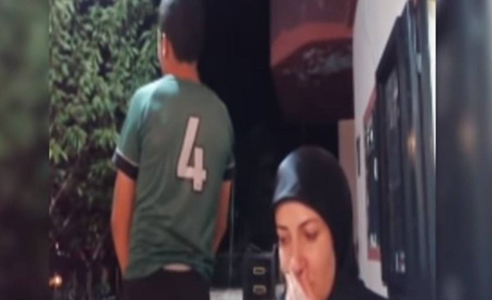 الطفل السوري المغتصب يظهر مع والدته ويروي مأساته في أول ظهور له