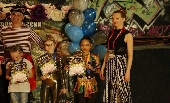 روسيا: طفلة أردنية تحرز المركز الأول في رياضة الجمباز