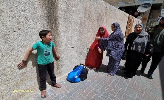 هلع ورعب لأطفال ونساء بعد قصف برج سكني في غزة (فيديو)