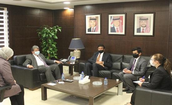 وزير النقل والسفير الهندي يبحثان سبل تعزيز التعاون المشترك