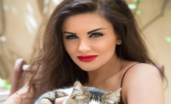 على البحر.. إطلالة ساحرة لـ دانا حمدان وشقيقتيها