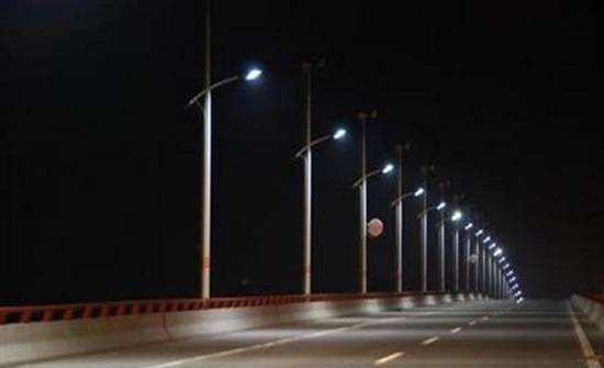 الأمانة تباشر إستبدال وحدات الإنارة القديمة ضمن منطقة العبدلي بوحدات LED