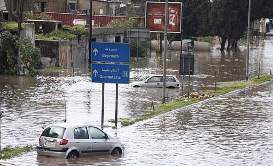 بالفيديو: بيروت تغرق بمياه الأمطار