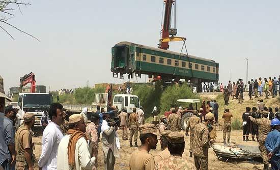ارتفاع حصيلة حادث القطار في باكستان إلى 63 قتيلاً
