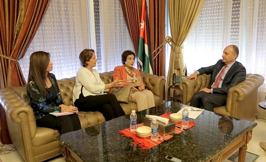 العضايلة يلتقي وفدا من جمعية النساء العربيات في الأردن