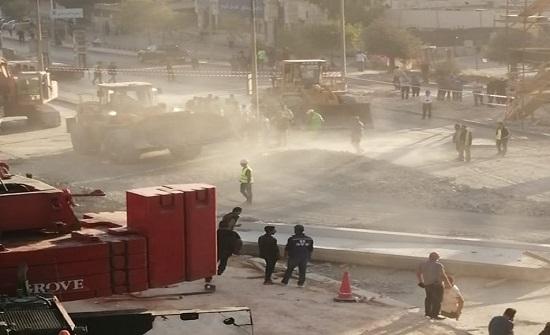 صور : تحويلات على شارع الجيش اثر انهيار وصلة جسر للباص السريع