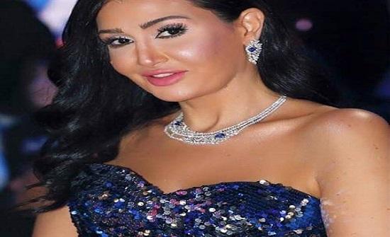 بإطلالة جريئة مع زوجها.. 5 صور لـ غادة عبد الرازق تبرز أنوثتها