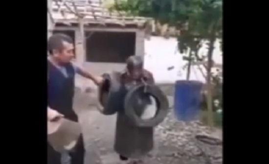 رجل يعاقب زوجته بوحشية
