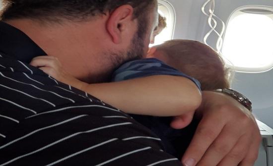 رعب داخل طائرة هوت بشكل مفاجئ من ارتفاع 12 ألف متر . صور