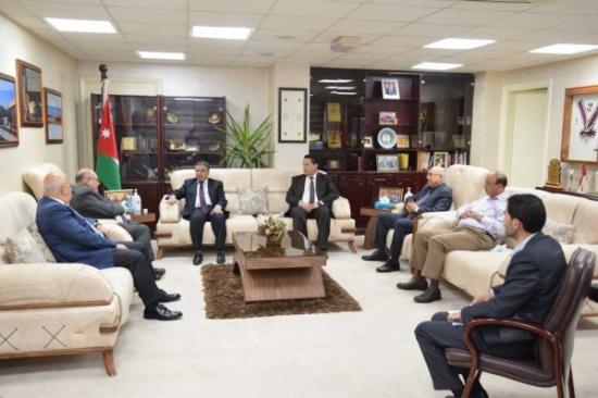 بحث التعاون الأكاديمي بين الهاشمية والملحقية الليبية