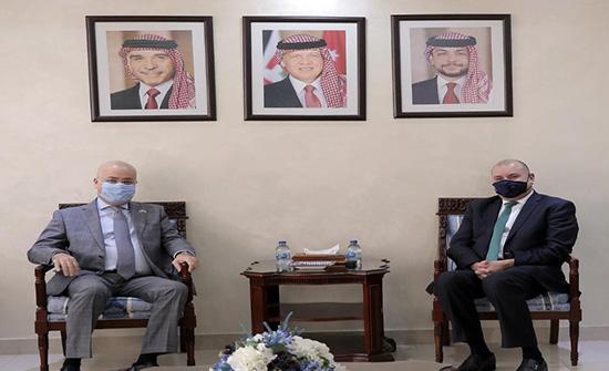 العودات: واجبنا الوقوف مع أشقائنا العراقيين