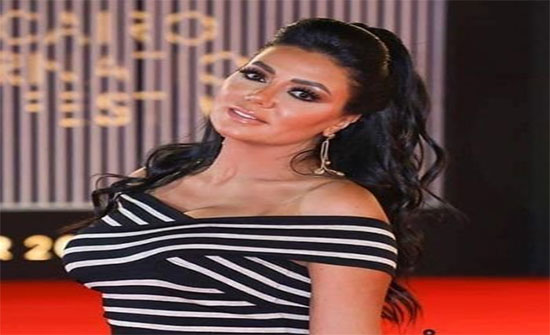بالصور : رانيا يوسف بفستان أسود قصير يبرز أنوثتها