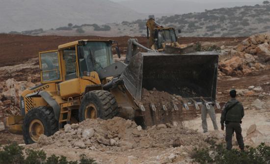الاحتلال الاسرائيلي يواصل تجريف أراض في نابلس