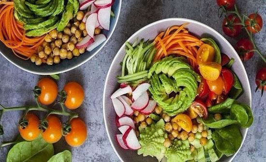 بينها تقليل الإصابة بالسرطان.. اليكم 10 فوائد صحيّة لتناول الأطعمة النيئة