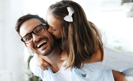 دراسة : إنجاب الإناث يطيل عمر الآباء
