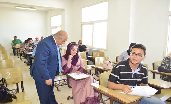 رئيس جامعة إربد الأهلية بالإنابة يتفقد الامتحانات النهائية للفصل الدراسي الصيفي