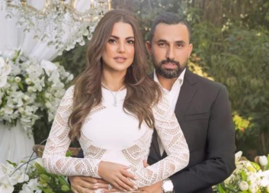 درة تفاجئ الجمهور بظهور خاص مع زوجها في دبي.. صور