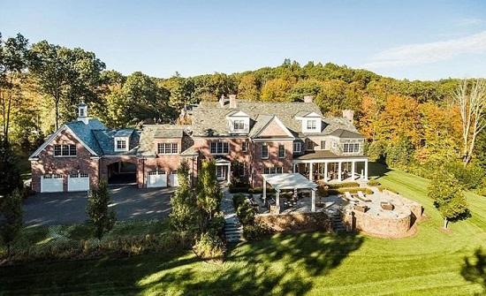 صور :  بلمسات ملكية مذهلة .. قصر فاخر  للبيع مقابل 4 مليون دولار