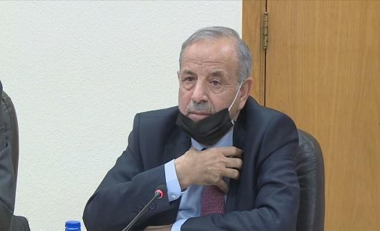 وزير الإدارة المحلية يؤكد أهمية تفعيل الرقابة الداخلية في البلديات
