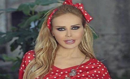 بـ فستان أسود قصير.. شاهد رولا سعد في إطلالة مثيرة