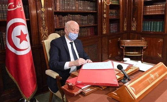 صحفي تونسي: هكذا يعامل قيس سعيّد ضيوفه (شاهد)