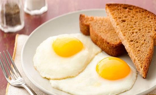 الاطباء لا ينصحون بإطعام البيض للطفل كل يوم