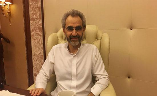 """شاهد بالفيديو: استقبال جنوني للوليد بن طلال في ثاني أيامه خارج """"ريتز كارلتون"""""""