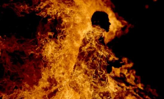 اربد :  مواطن يهدد بحرق نفسه وابنائه