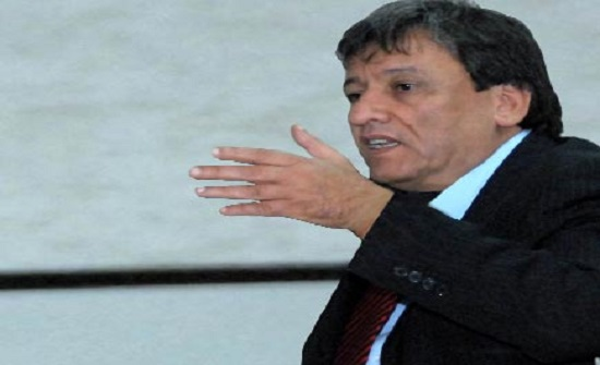 وزير النقل يؤكد ضرورة بحث إمكانية تشغيل مطار عمان المدني