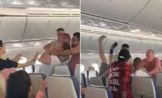 بالفيديو : عراك يجبر طائرة على قطع رحلتها.. بدأ الأمر بالتجرّد من الملابس!