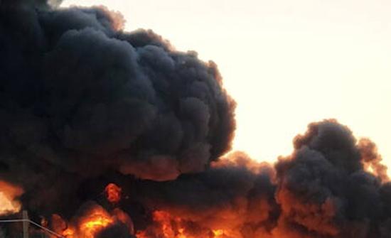 بالفيديو .. انفجار كبير وسط تكساس الأمريكية في حادث اصطدام شاحنة بقطار