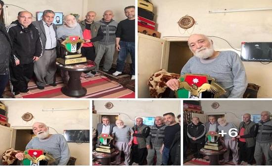 مجلس ادارة نادي الجليل في مخيم اربد تكرم احمد عرسان غنام اقدم رئيس للنادي
