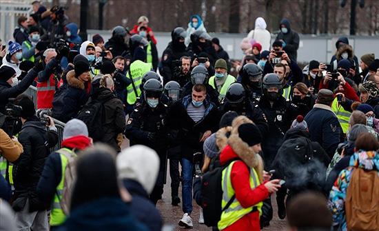 """الآلاف الروسيين في الشوارع للمطالبة بإطلاق سراح """"نافالني"""" .. بالفيديو"""