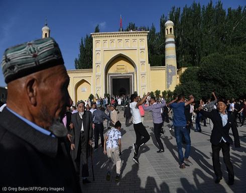 الصين تطمس معالم مسجد للإيغور في حملتها المستمرة للقمع الديني