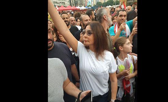 فيديو.. إليسا من قلب المظاهرات: الناس تعبت ووصلوا للجوع