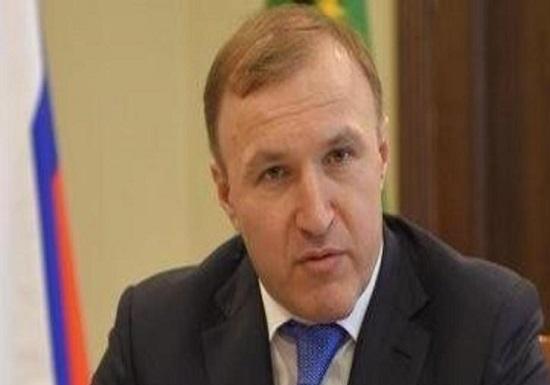 رئيس جمهورية أديغيا – روسيا الاتحادية يصل إلى عمان