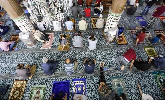 الاردنيون يصلون الجمعة في المساجد لاول مرة منذ اسابيع