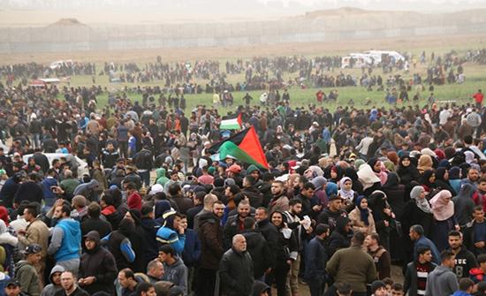 77 إصابة في الجمعة الـ80 من مسيرات العودة بقطاع غزة