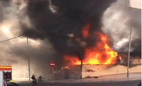 بالفيديو : حريق كبير في سوق الرواق بالعقبة