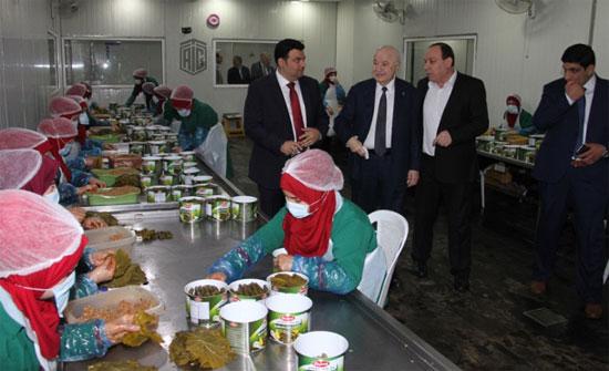 أبوغزاله يزور مصنع الدرة في مدينة الحسن الصناعية ويبحث تحديات الاستثمار مع المستثمرين