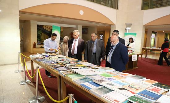 اليرموك تكرم الدكتور راضي البدور تقديرا لتبرعه بمكتبته الخاصة لمكتبة الحسين بن طلال