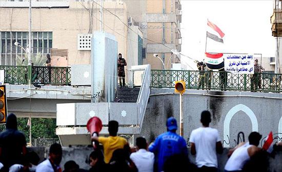 """العراق.. إصابة 25 متظاهرا بالنجف وإضرام النيران بـ""""مرقد الحكيم"""""""