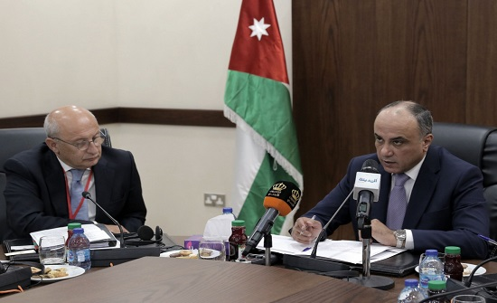 القيسي يؤكد أهيمة الحلول السياسية لأزمات المنطقة - صور