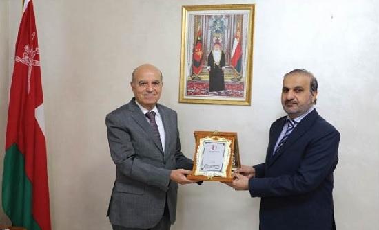 جامعة الإسراء تبحث تعزيز التعاون الأكاديمي مع عُمان